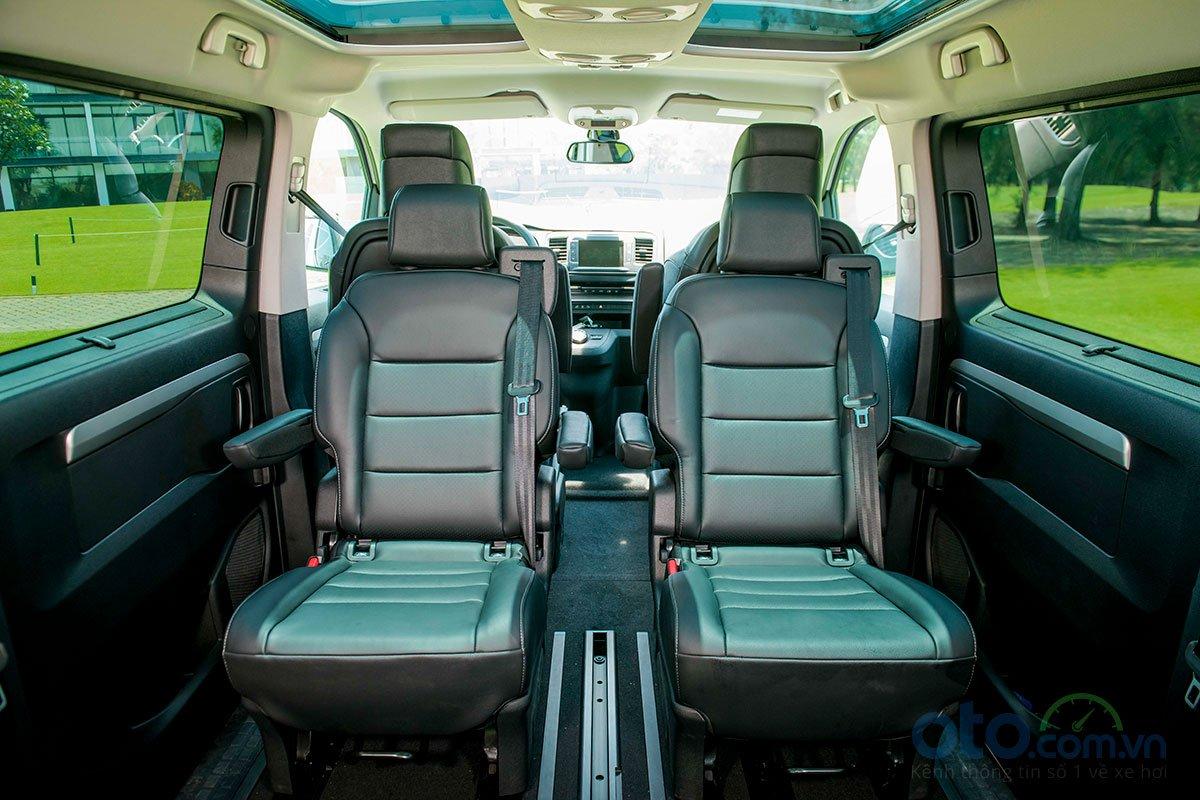 Ghế ngồi Peugeot Traveller trên phiên bản Luxury cho phép xoay, gập 180 độ.