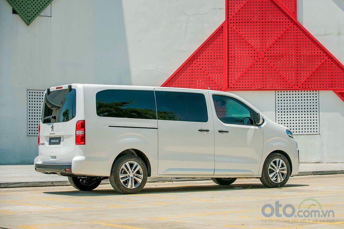 Peugeot Traveller hướng tới đối tượng khách hàng cao cấp.