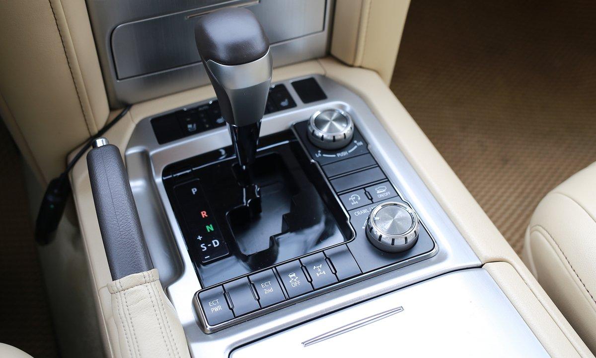 Dùng chán, chủ Toyota Land Cruiser 2016 vẫn tự tin chốt giá gần bằng xe đời mới a17