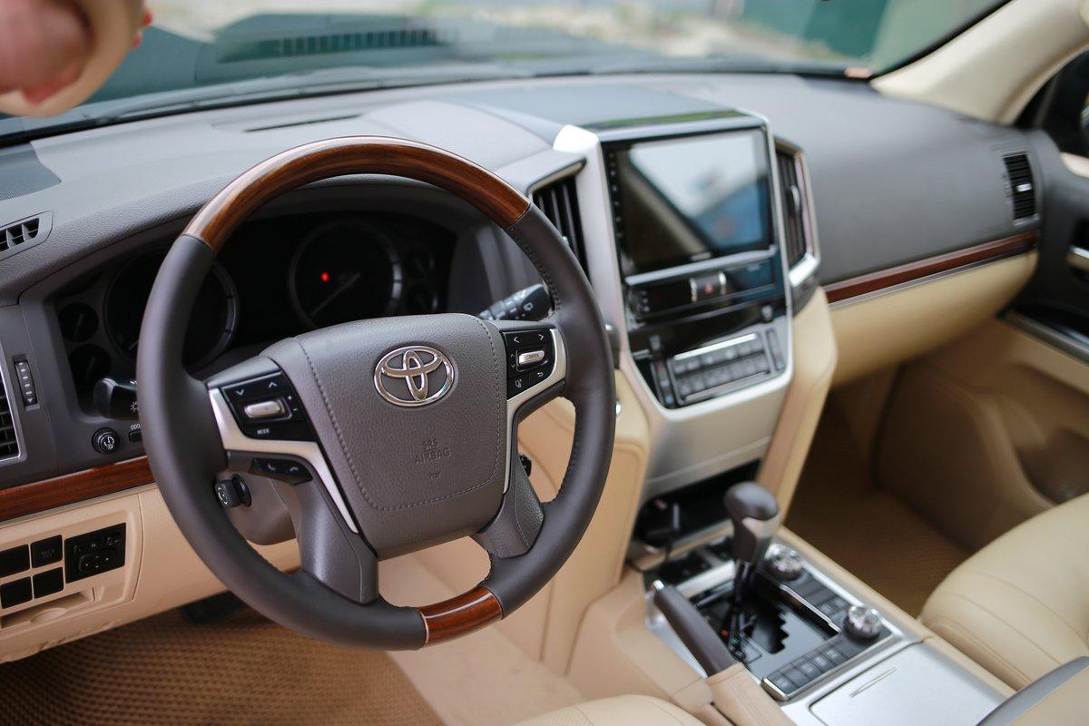 Dùng chán, chủ Toyota Land Cruiser 2016 vẫn tự tin chốt giá gần bằng xe đời mới a3