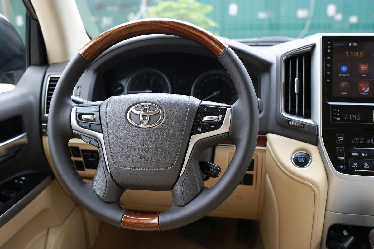 Dùng chán, chủ Toyota Land Cruiser 2016 vẫn tự tin chốt giá gần bằng xe đời mới a10