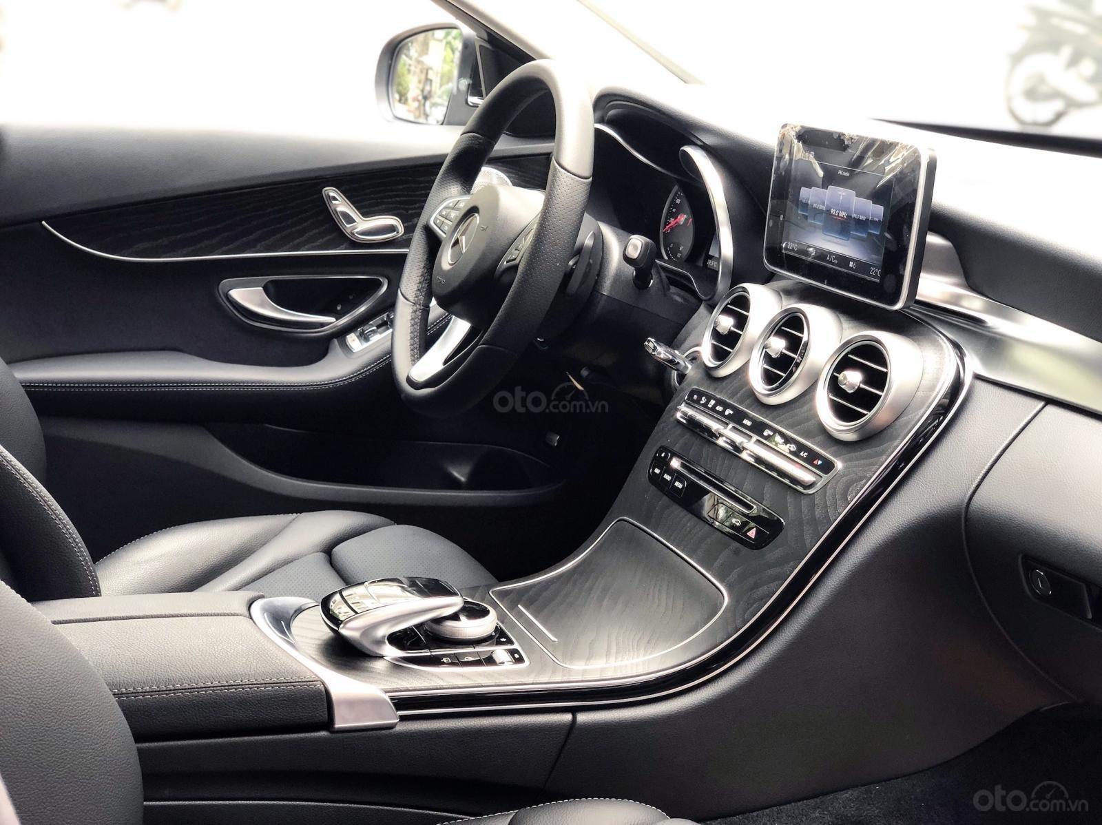 Bán Mercedes C200 2019 cũ - Xe đã qua sử dụng chính hãng (6)