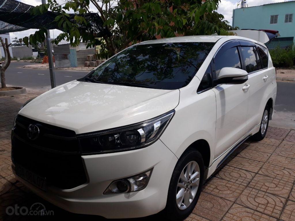 Cần bán xe Toyota Innova E2.0MT sản xuất năm 2017, màu trắng-0