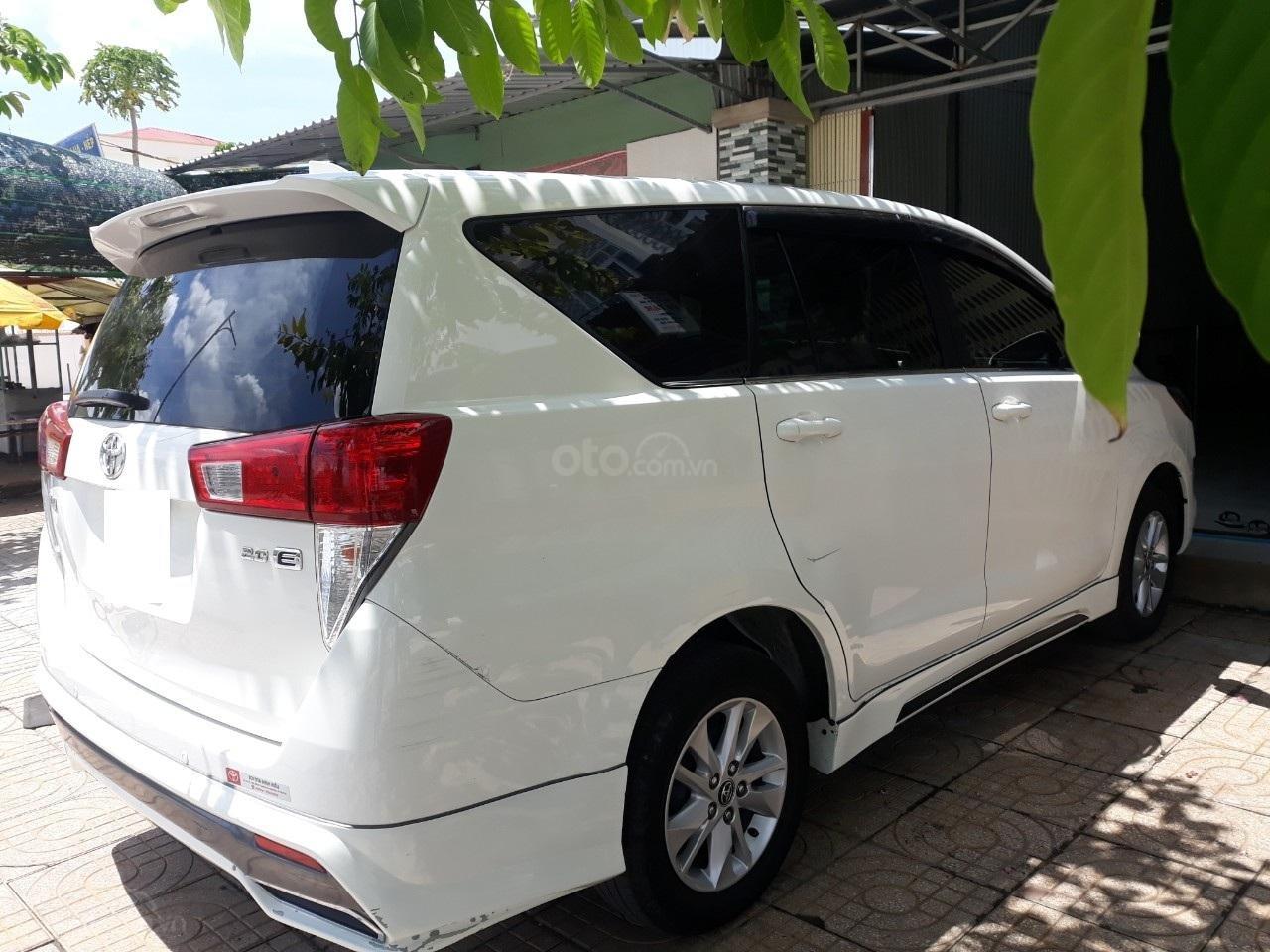 Cần bán xe Toyota Innova E2.0MT sản xuất năm 2017, màu trắng-1