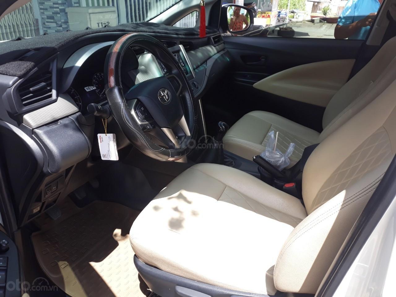 Cần bán xe Toyota Innova E2.0MT sản xuất năm 2017, màu trắng-2