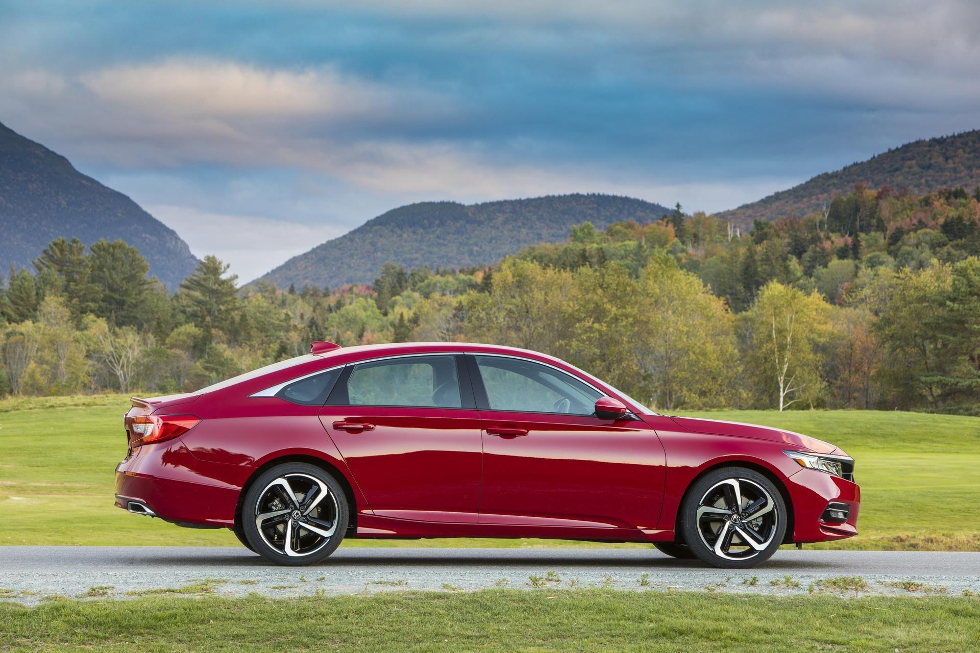 Đánh giá xe Honda Accord 2019 Sport  - góc chính diện thân xe
