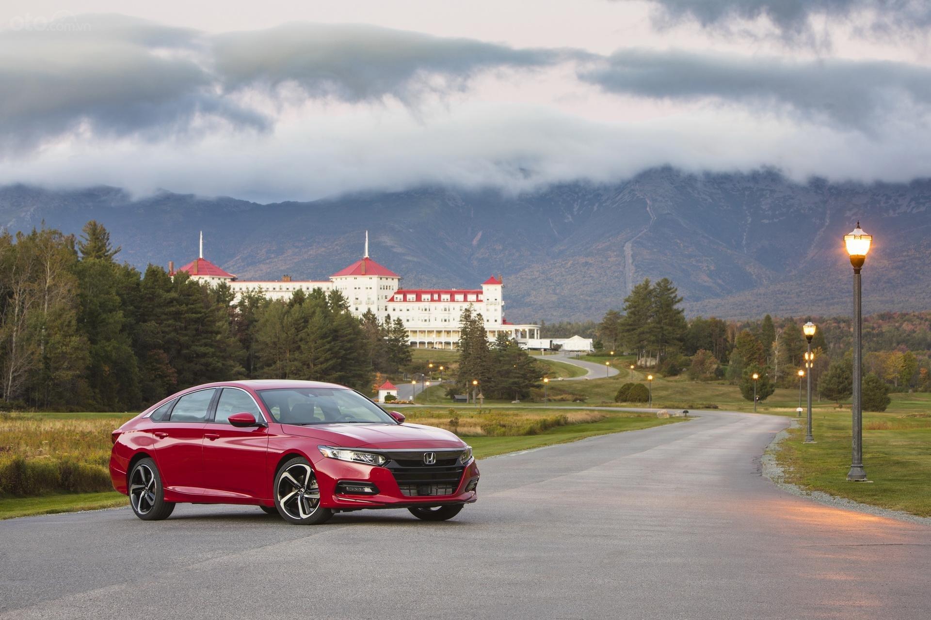 Honda Accord ảnh tĩnh màu đỏ