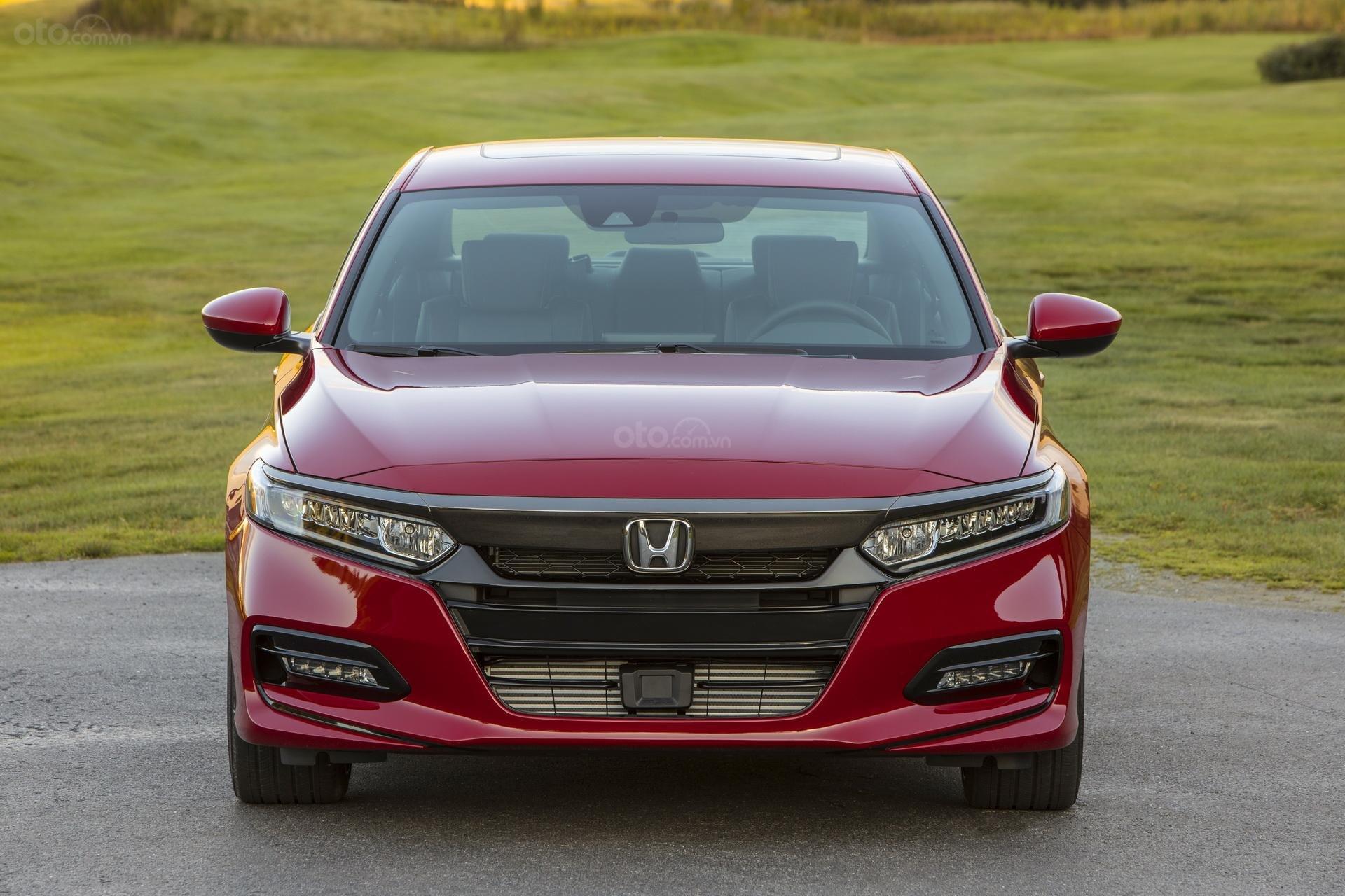 Đánh giá xe Honda Accord 2019 Sport - đầu xe 1