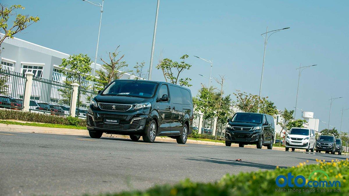 Mẫu xe này được kỳ vọng sẽ đạt được doanh số 100 xe/năm. Peugeot Traveller với giá 1,7-2,25 tỷ sẽ cạnh tranh cùng Volkswagen Sharan (1,85 tỷ đồng) và có mức giá không rẻ hơn so với Mercedes-Benz V-Class (1,85-2,57 tỷ đồng).