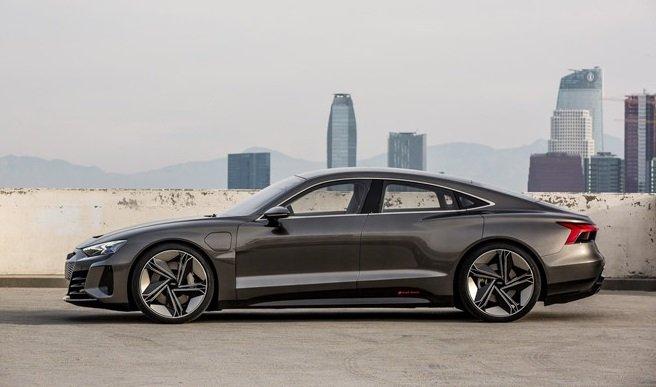 Thiết kế thân xe của Audi e-tron GT...