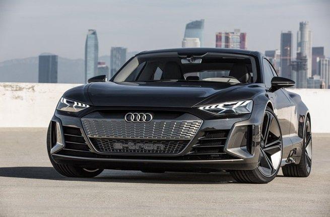 Đầu xe Audi e-tron...