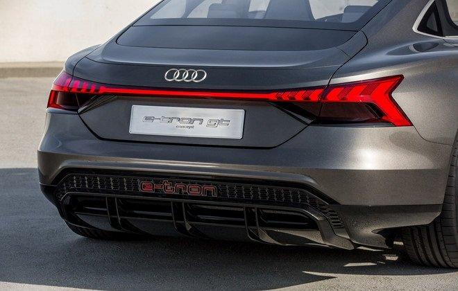 Đuôi xe Audi e-tron GT...