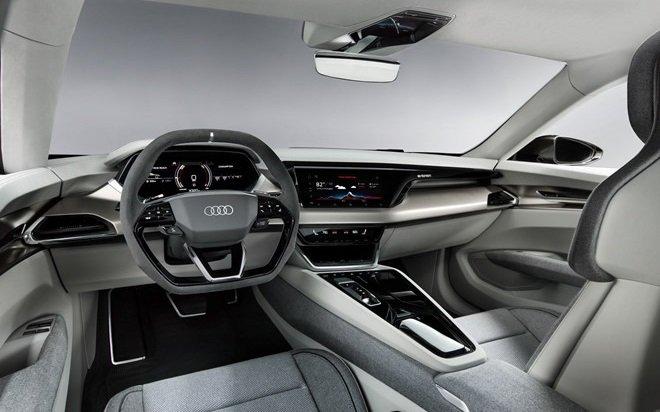 Khoang cabin hiện đại và tối giản của e-tron GT...