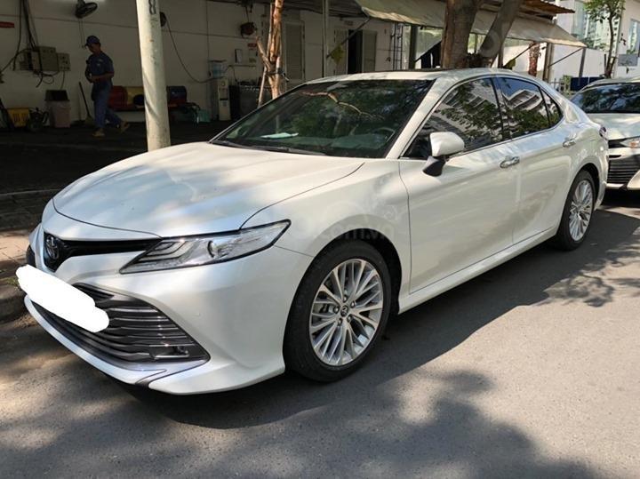 Toyota Camry 2019 chưa đăng kiểm, đi 900km đã rao bán với giá sốc a1