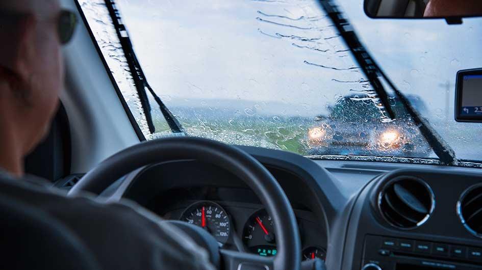 Cần gạt nước - trang bị hỗ trợ đắc lực cho người lái trong điều kiện thời tiết xấu