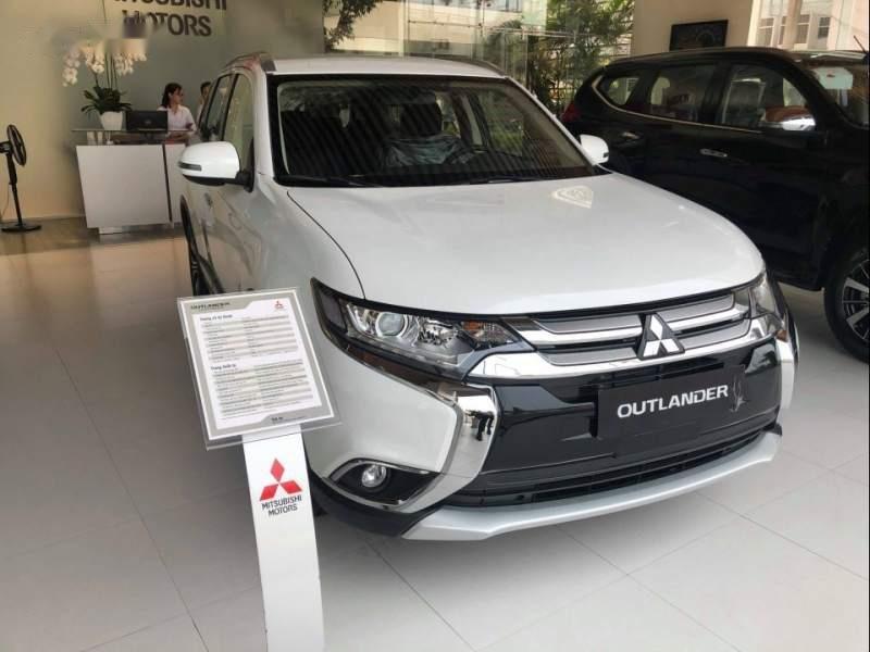 Bán ô tô Mitsubishi Outlander đời 2019, màu trắng-2