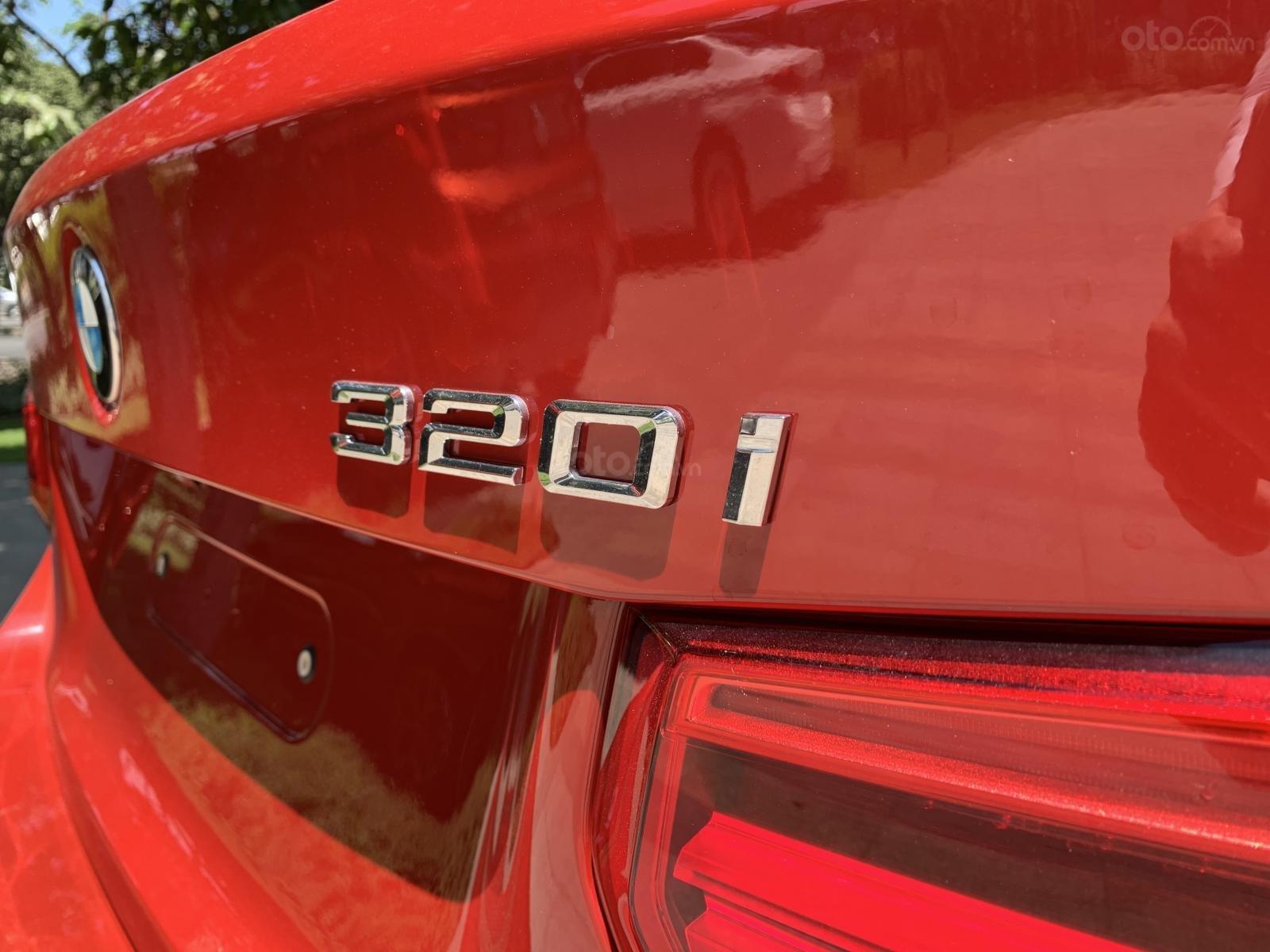 BMW 320i 2019 - KM 100% trước bạ - Liên hệ 0938308393 (7)