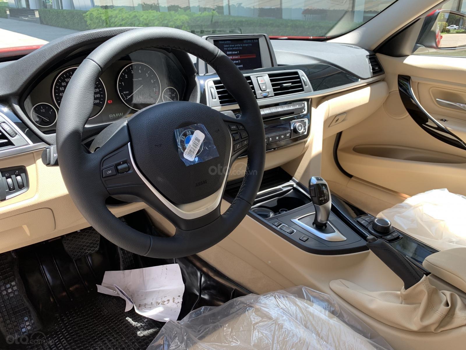 BMW 320i 2019 - KM 100% trước bạ - Liên hệ 0938308393 (12)