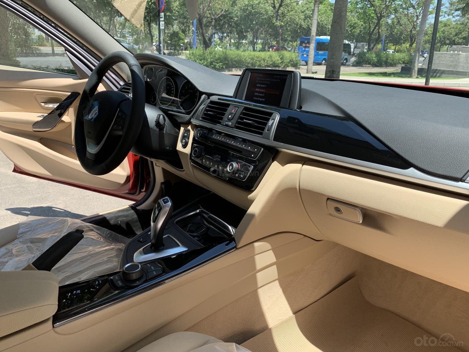 BMW 320i 2019 - KM 100% trước bạ - Liên hệ 0938308393-12