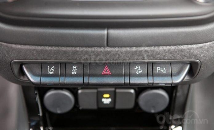 """Bán Chevrolet Trailblazer giảm giá ưu đãi """"100 triệu"""" duy nhất trong tháng - Nhận xe ngay - Giá tốt nhất (9)"""