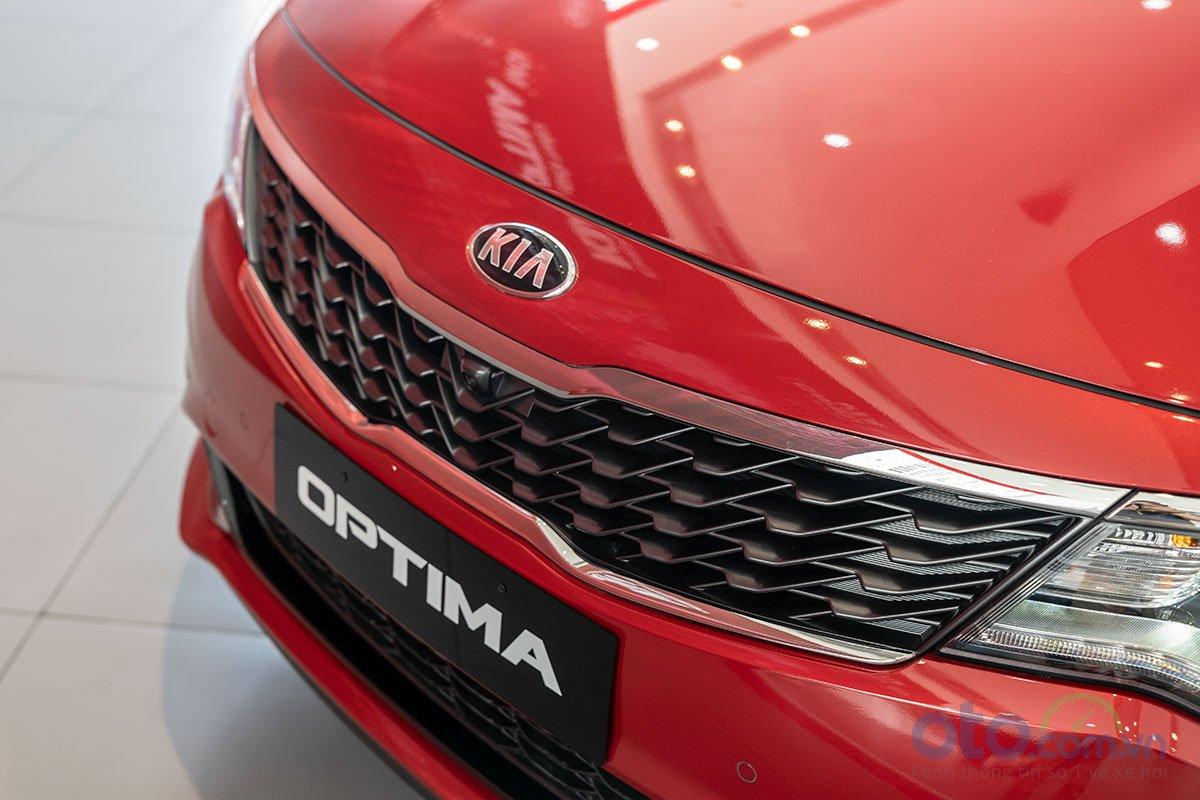 Đánh giá xe Kia Optima 2019: lưới tản nhiệt.