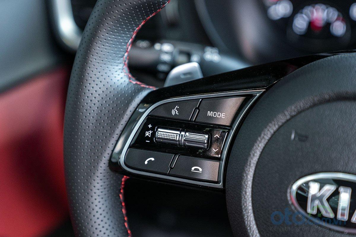 Đánh giá xe Kia Optima 2019: vô lăng 2.