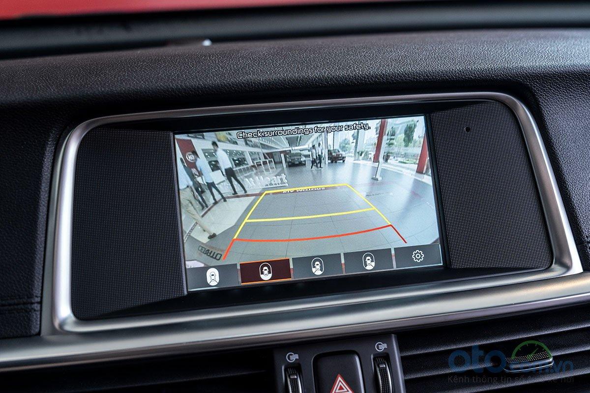 Đánh giá xe Kia Optima 2019: Camera lùi 360 độ 4.
