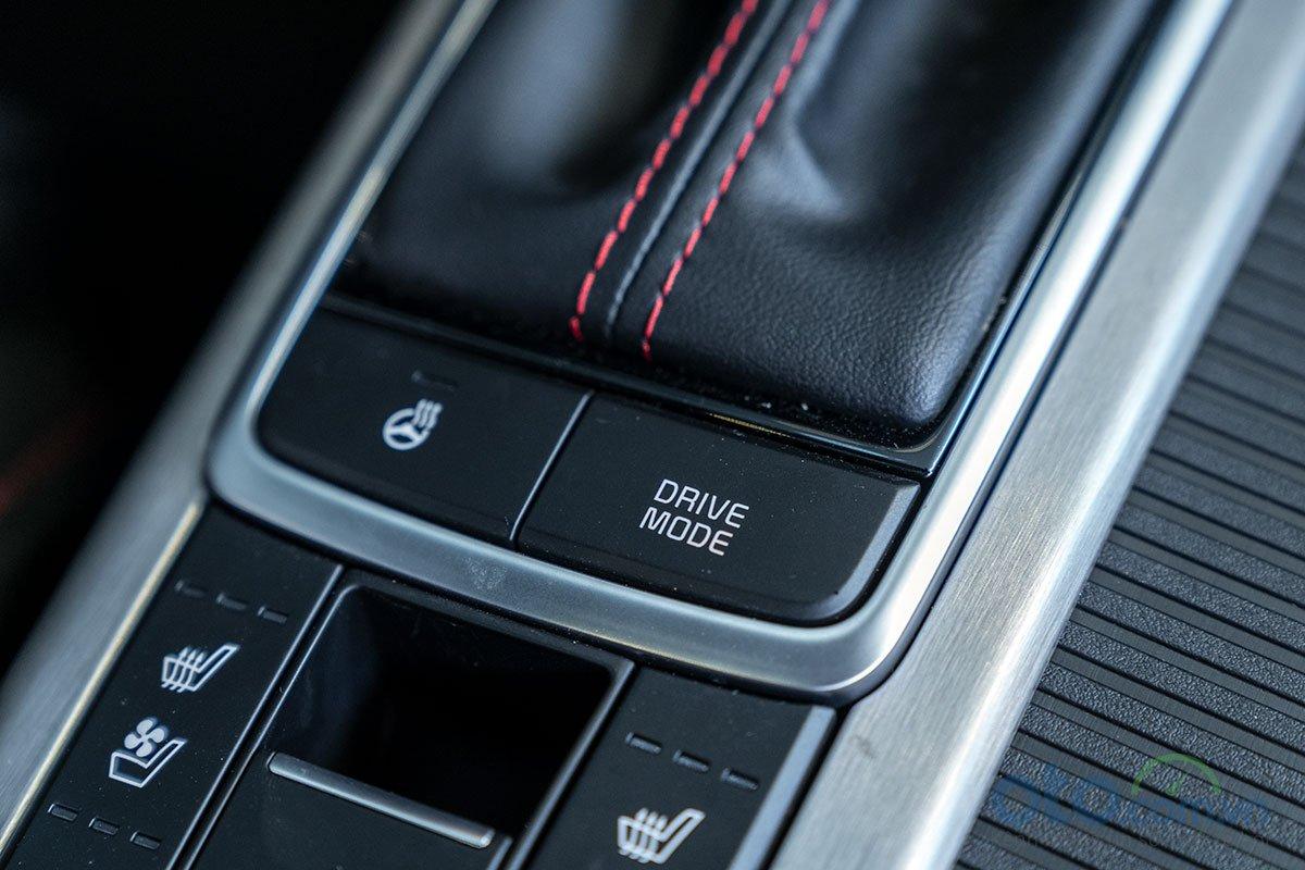 Đánh giá xe Kia Optima 2019: Sấy/làm mát ghế và sấy vô lăng.