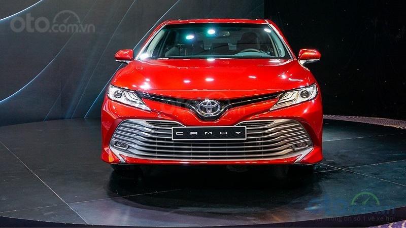 Đầu xe Toyota Camry 2019...