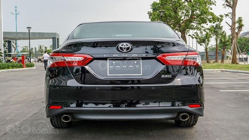 Đuôi xe Toyota Camry 2.5Q 2019...