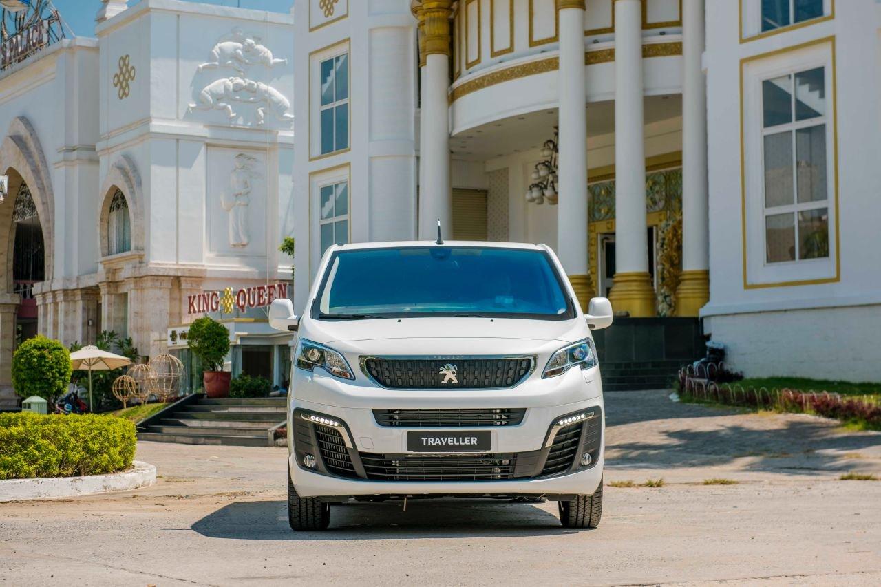 Ảnh chụp đầu xe Peugeot Traveller 2019