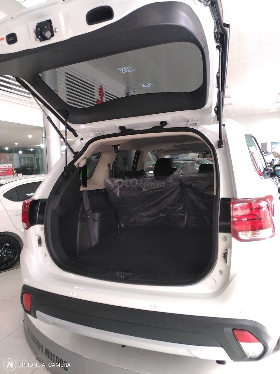 Bán Mitsubishi Outlander màu trắng, khuyến mại khủng-3