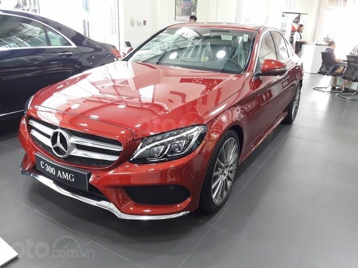 Bán xe Mercedes C300 AMG màu đỏ nội thất đen 2018 chính hãng - Xe sang như mới-1