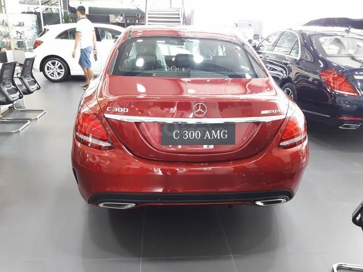 Bán xe Mercedes C300 AMG màu đỏ nội thất đen 2018 chính hãng - Xe sang như mới-4