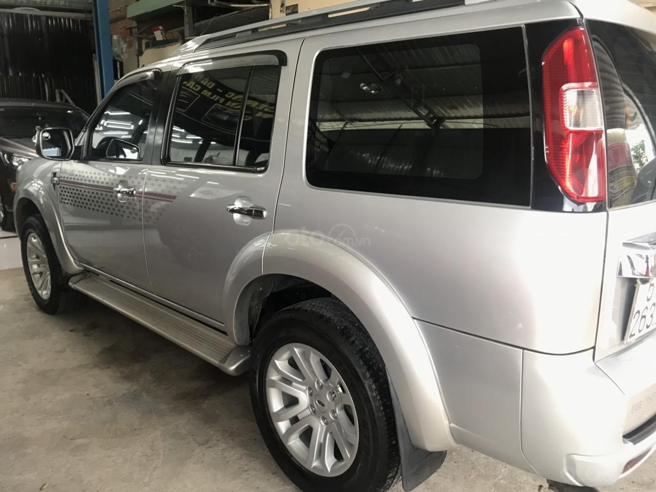 Cần bán xe Ford Everest 2.5AT đời 2015, màu bạc tại City Ford-2