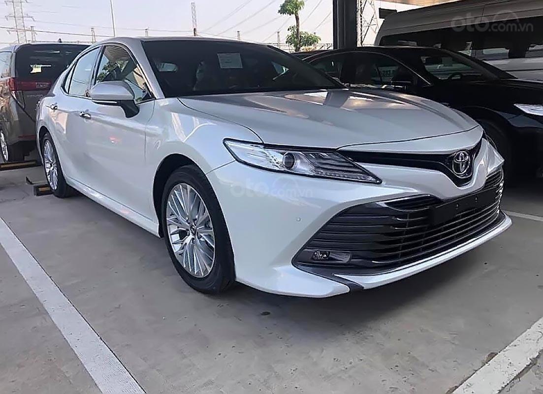 Bán xe Toyota Camry 2.5Q 2019, màu trắng, xe nhập-2