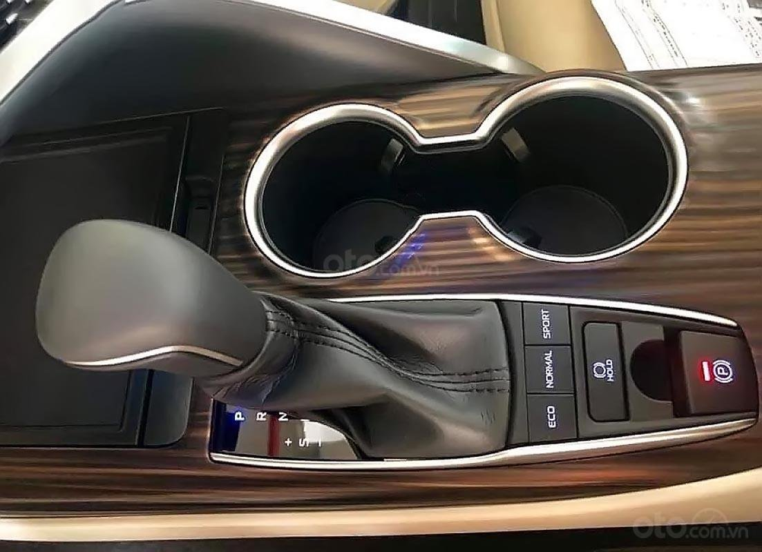 Bán xe Toyota Camry 2.5Q 2019, màu trắng, xe nhập-4