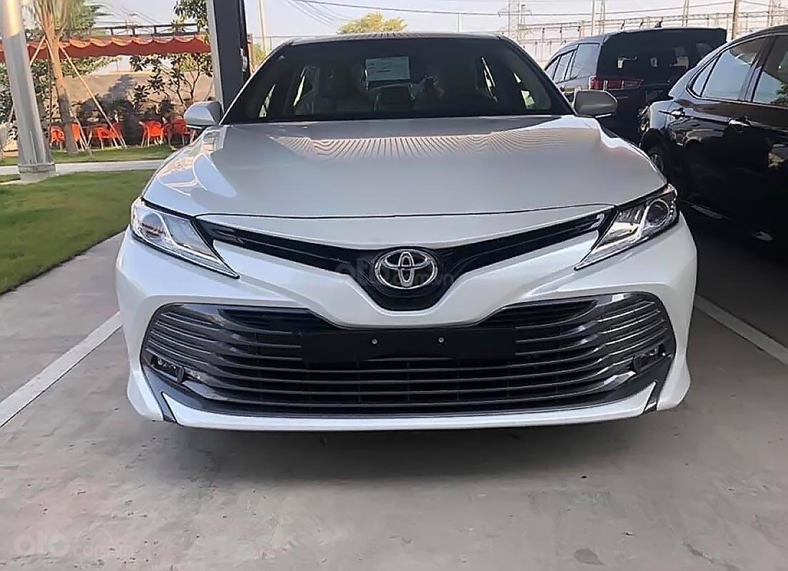 Bán xe Toyota Camry 2.5Q 2019, màu trắng, xe nhập-0