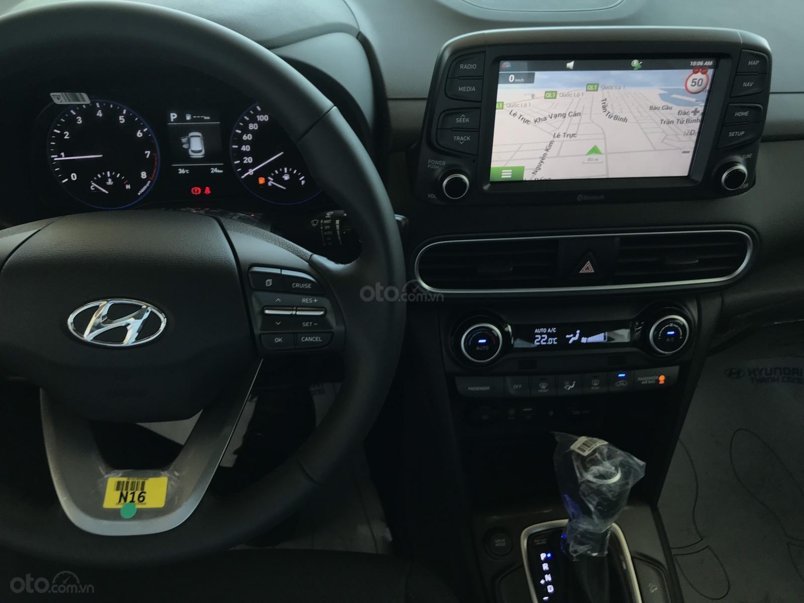 Cần bán Hyundai Kona 2019, tặng ngay 3 món phụ kiện khi đặt cọc xe, liên hệ: 0905976950 (7)