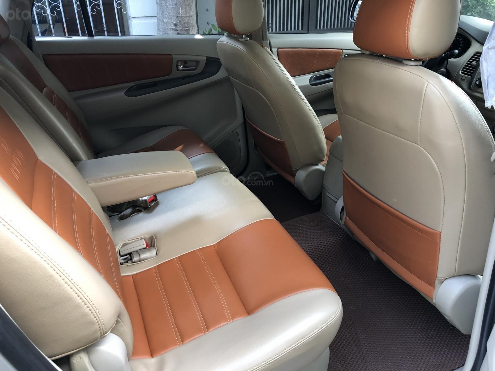 Cần bán xe Toyota Innova 2.0E số sàn 2016, màu bạc BSTP-10