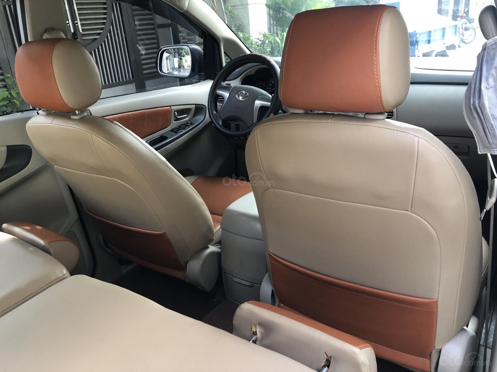Cần bán xe Toyota Innova 2.0E số sàn 2016, màu bạc BSTP-11