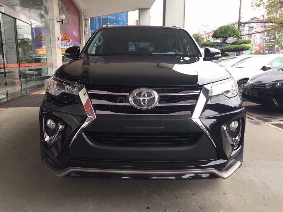 Toyota Fortuner 2.4 máy dầu, số sàn, giao ngay, hỗ trợ cho vay tới 85% lãi suất thấp, liên hệ 093 6200062-7