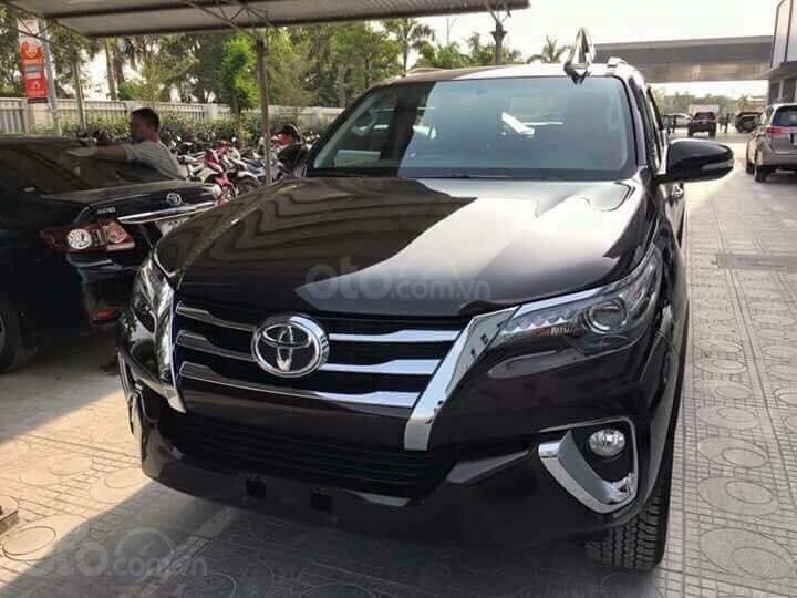 Toyota Fortuner 2.4 máy dầu, số sàn, giao ngay, hỗ trợ cho vay tới 85% lãi suất thấp, liên hệ 093 6200062-10