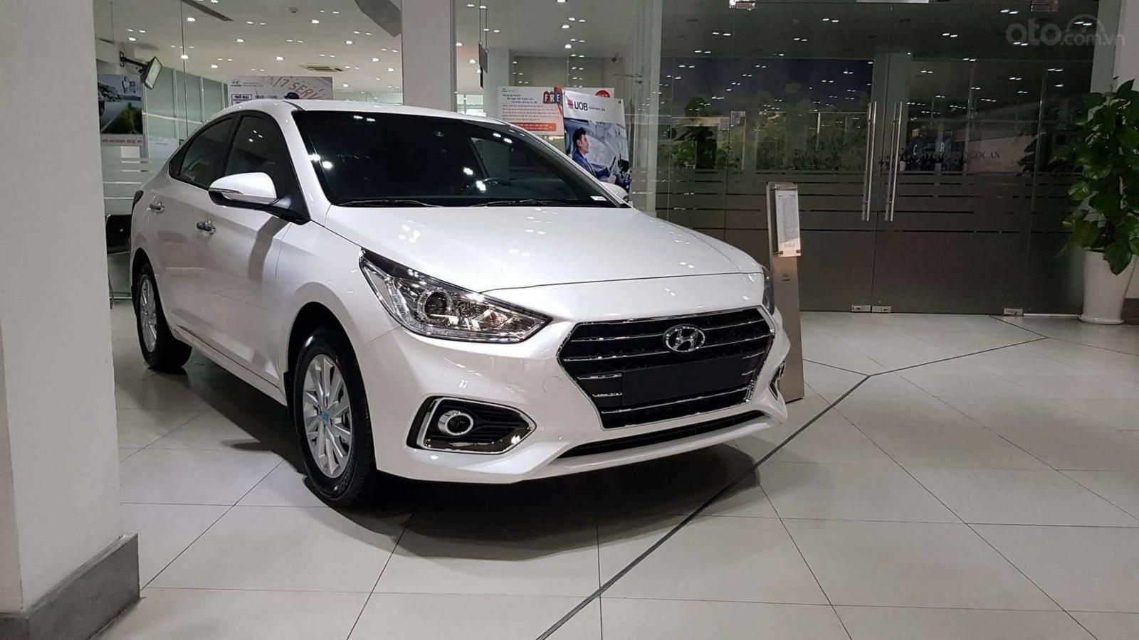 Hyundai Accent - giá ưu đãi - khuyến mãi cực nhiều- đủ màu- giao ngay - chỉ 130tr có xe - LH 0909862412-5