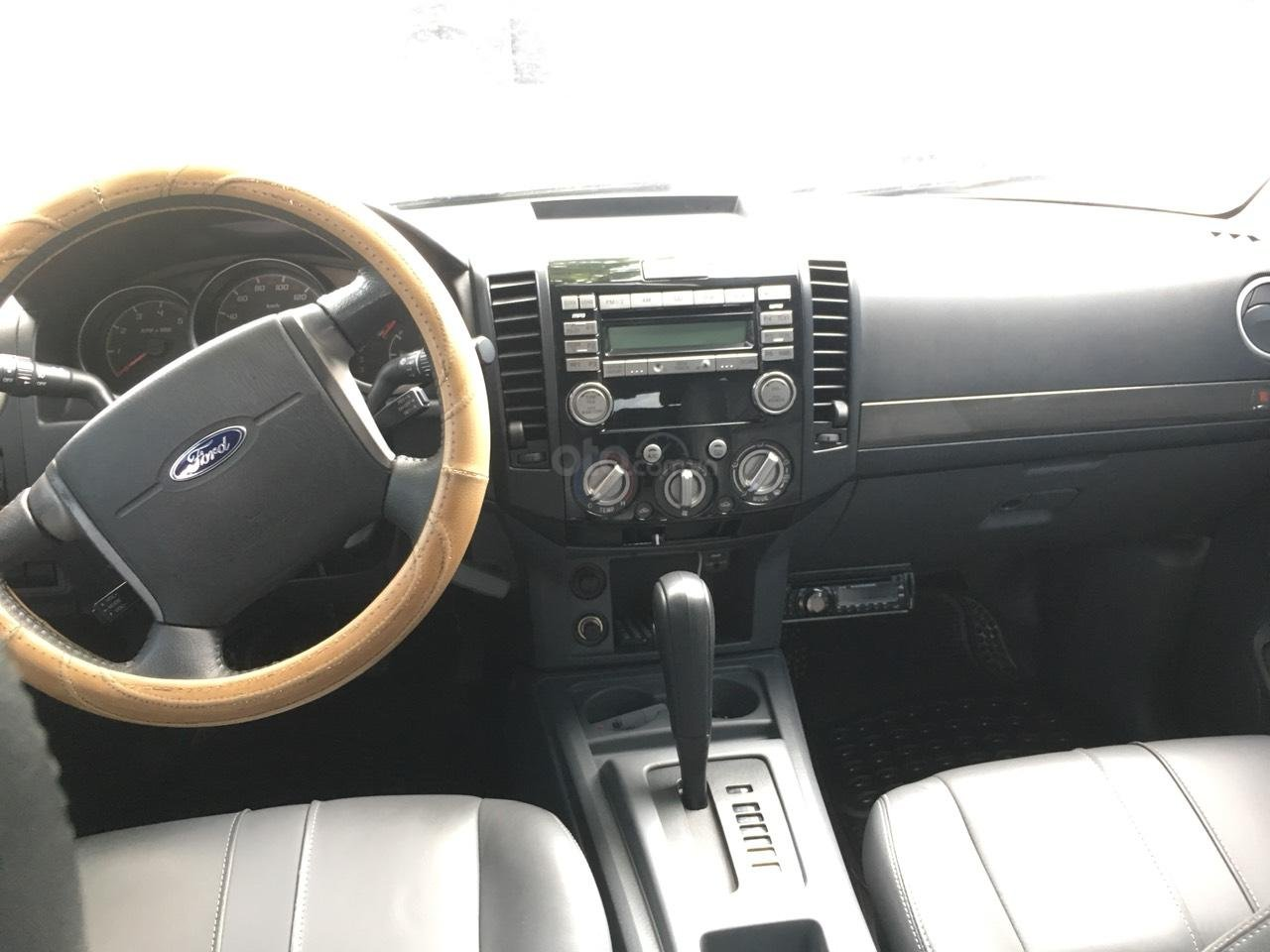 Cần bán xe Ford Everest Limited số tự động, 1 cầu, màu xám, đời 2014-5