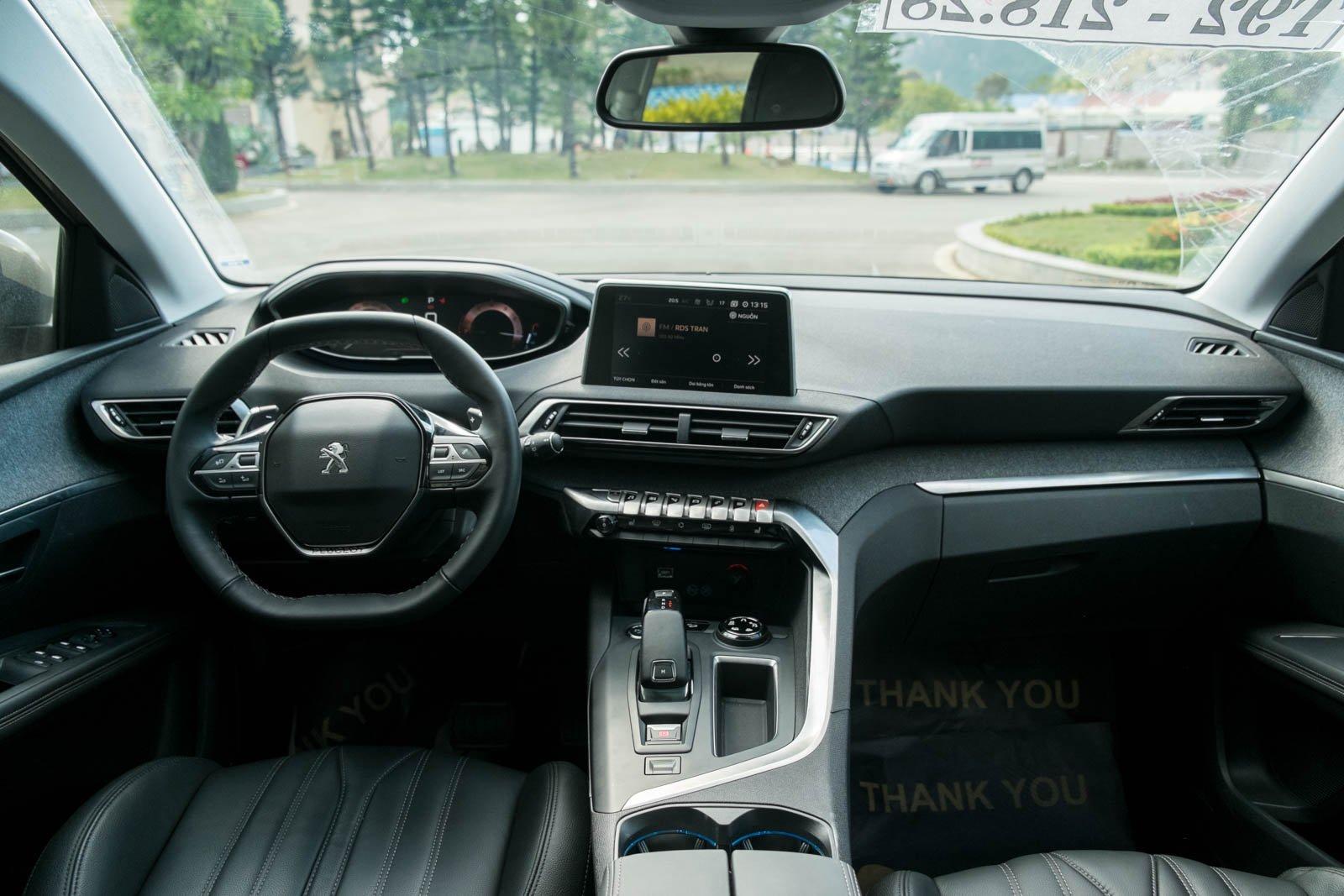 Ảnh chụp nội thất xe Peugeot 5008 2018-2019
