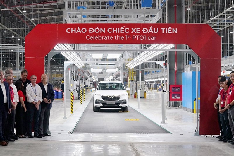Nhìn lại loạt ảnh xe ô tô VinFast chạy thử tại Việt Nam a123