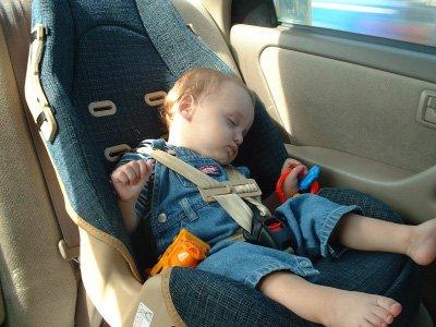 Không chỉ nắng nóng cực điểm, 22 độ C đã đủ 'giết' trẻ nhỏ ở lại trên xe a1