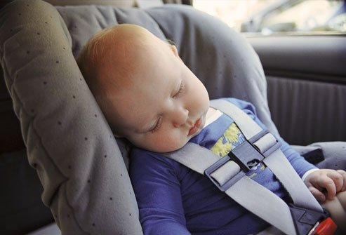 Để quên trẻ nhỏ trên ô tô là hành động vô cùng nguy hiểm a1