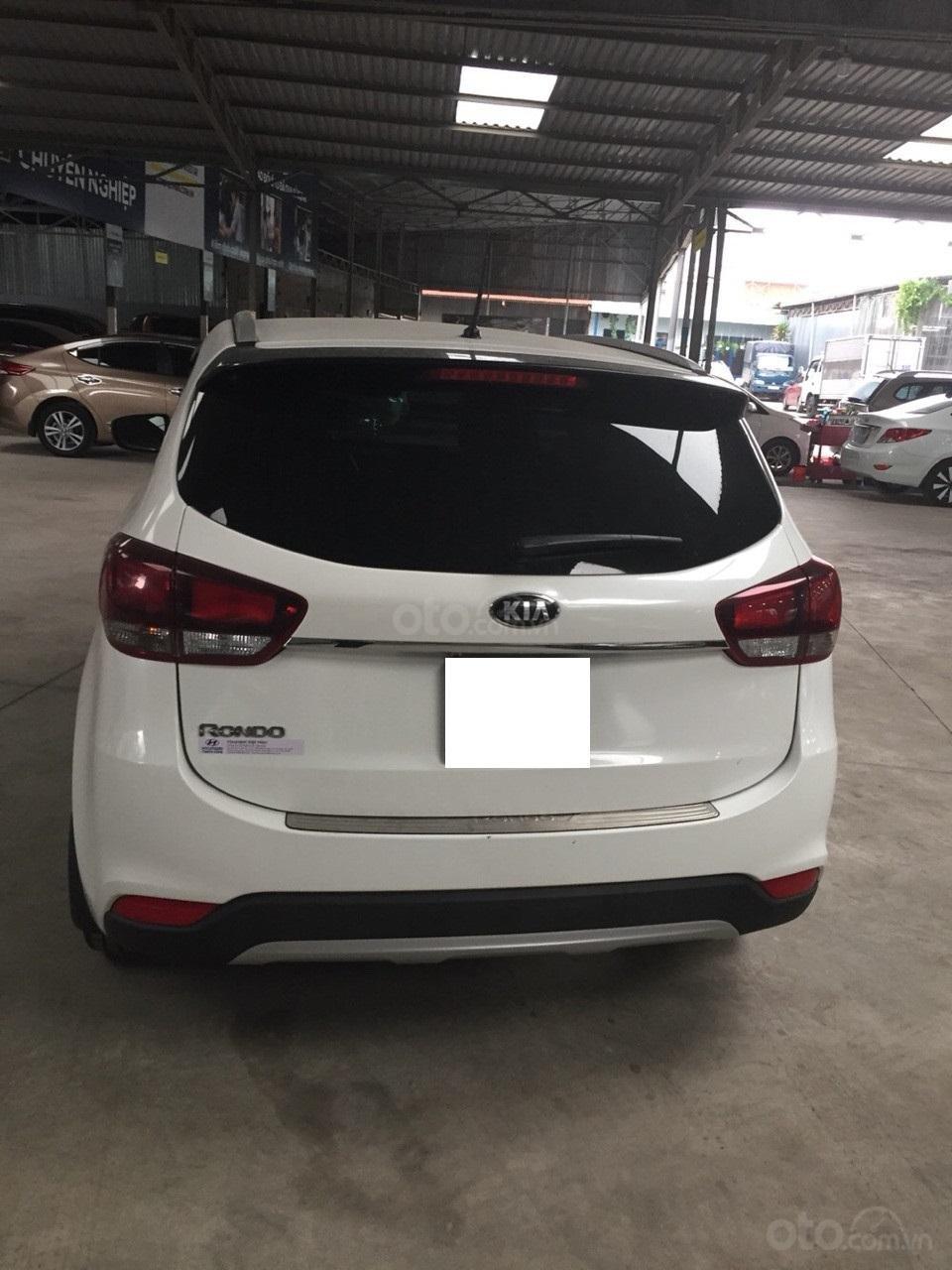 Bán Kia Rondo GAT 2.0 AT, màu trắng, đời 2017, mới đi 16000km, như mới-1